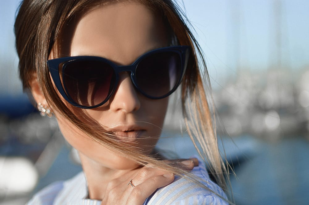 sell sunglasses online woman in black frames