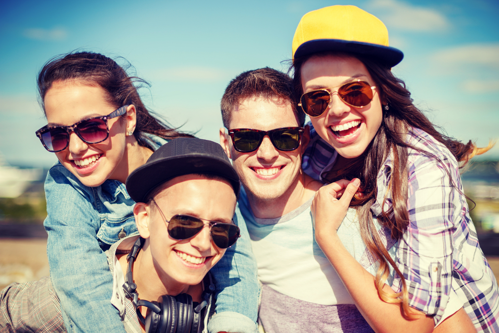 How to Promote Sunglasses with Lifestyle Marketing